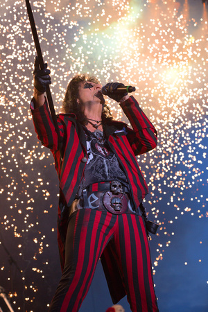 Alice Cooper performs in Concert