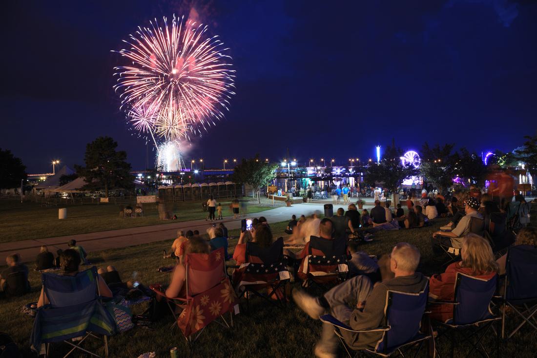 Fireworks crowd - 2017